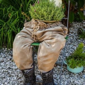 What to Wear When Gardening in the Summer